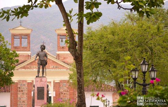 Centro Historico Santa Fe de Antioquia: getlstd_property_photo