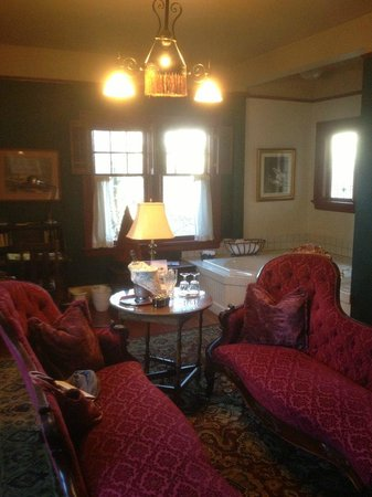 Beaconsfield Inn: Sitting room
