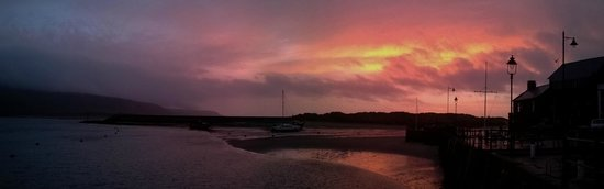 Coed Cae Bed & Breakfast: sunset over barmouth