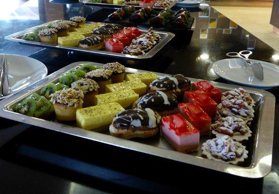 Pullman Marrakech Palmeraie Resort and Spa: une petite partie du buffet...