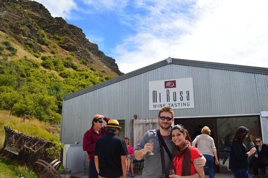 Queenstown Wine Trail: Hubby & I with the group @ Mt Rosa Winery