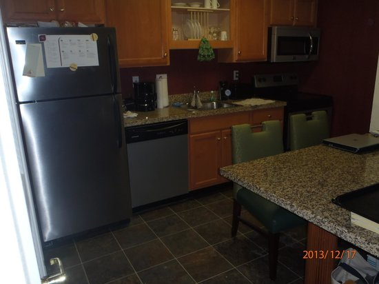 Residence Inn Binghamton: Kitchen area