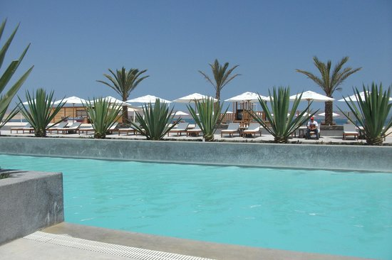 DoubleTree Resort by Hilton Hotel Paracas - Peru: Pool looking out towards bay