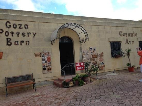 Ta' Dbiegi Crafts Village: Gozo Pottery Barn - The owner Katrin Famosa is a nice lady,very helpful and the products is just