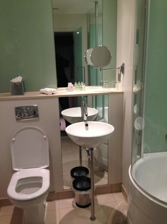 The Cumberland : The bathroom is ok
