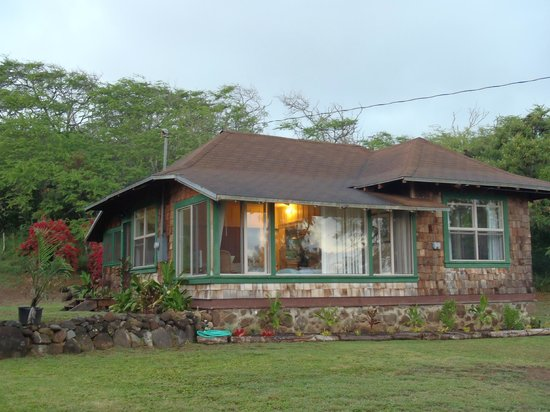 Puu o Hoku Ranch: Front of Sugar Mill Cottage