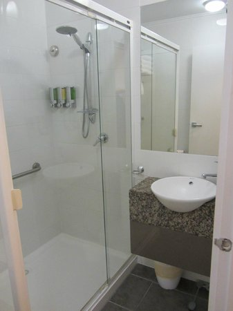 Alto Hotel on Bourke: Plenty of bathroom amentities