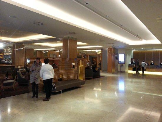 Clayton Hotel Burlington Road: Lobby Area