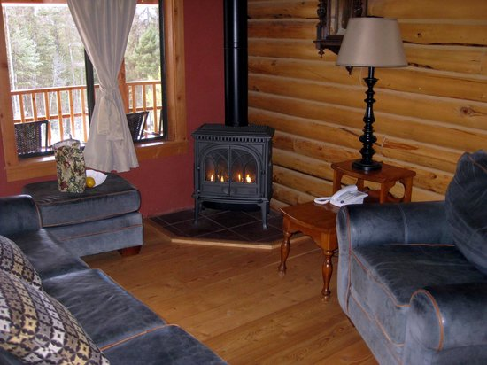 Stillwater Mountain Lodge : well-appointed lounge area