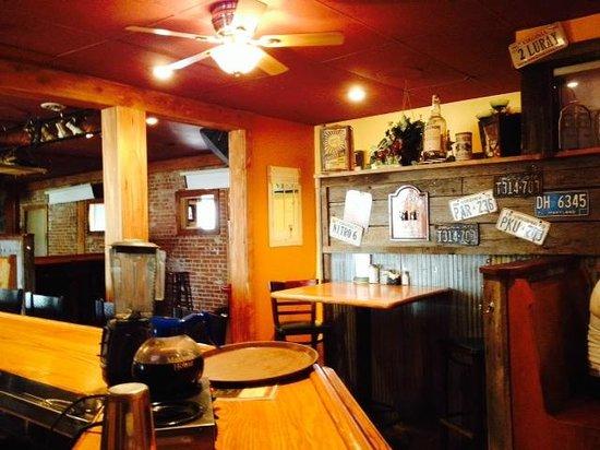 Uncle Buck's Family Restaurant: bar