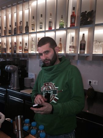Hip Cafe : Νέος και ωραίος στο bar