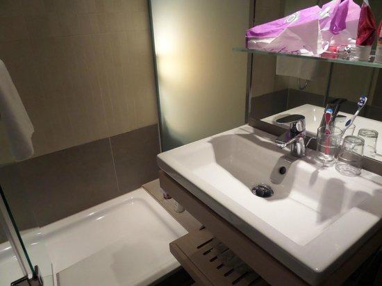 TITANIC Comfort Hotel Berlin Mitte: Bathroom