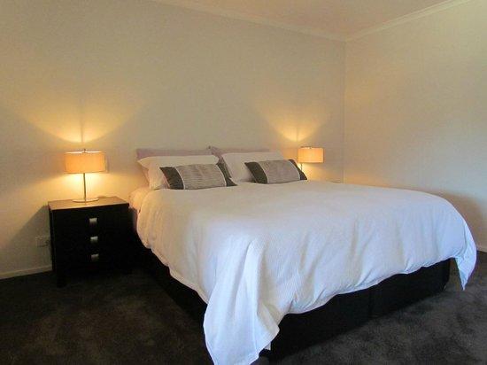 Tongariro Suites at The Rocks: Bedroom area of the Ruapehu Suite