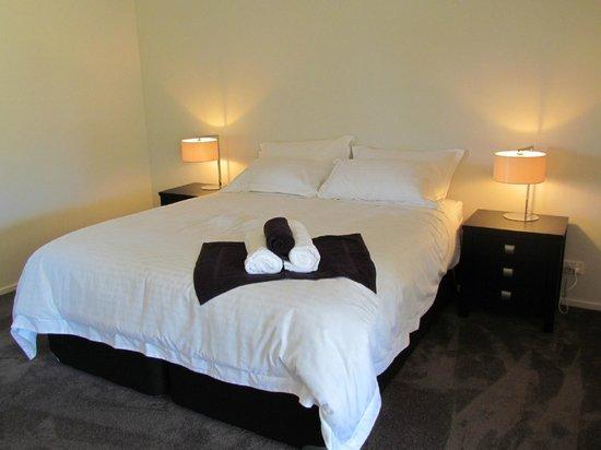 Tongariro Suites at The Rocks: Bedroom area of the Whakapapa Suite