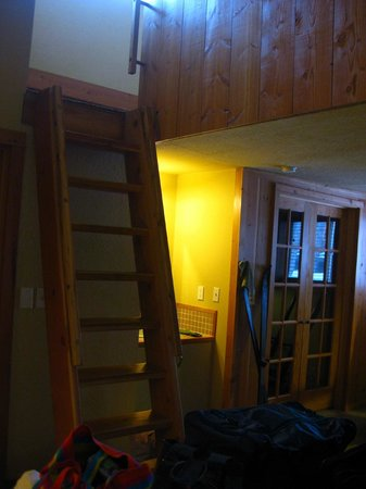 Stillwater Mountain Lodge : up to the loft - library door in view