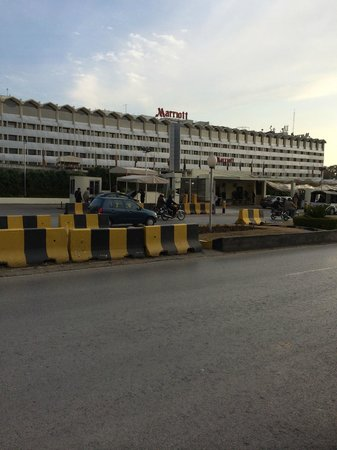 Islamabad Marriott Hotel : Front entrance