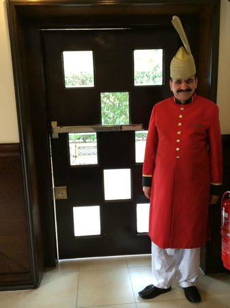 Islamabad Marriott Hotel : Friendly doorman