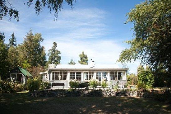 Parkbrae Estate : Aldourie Lodge