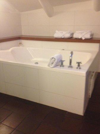 Plaza de Armas Cusco Hotel : la tina del baño