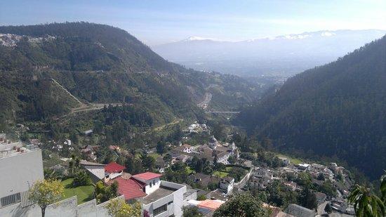 """Stubel Suites and Cafe: Vista de """"El Guápulo"""" desde el comedor"""