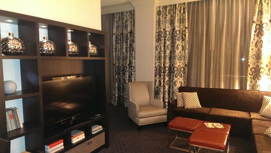 Sheraton Mission Valley San Diego Hotel : Suite 1412 Living Room