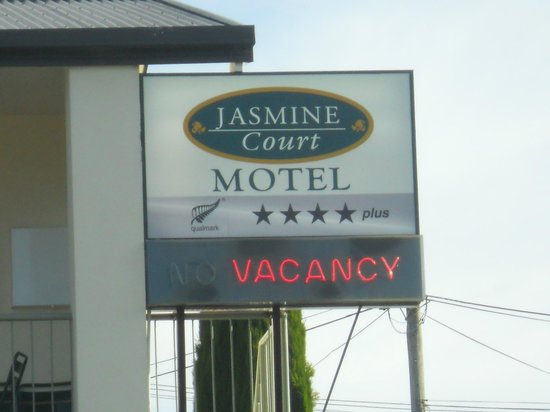 ASURE Jasmine Court Motel: Hotel sign