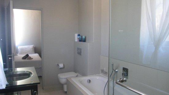 Nkosi Sikeleli 'IAfrica Guesthouses: bathroom