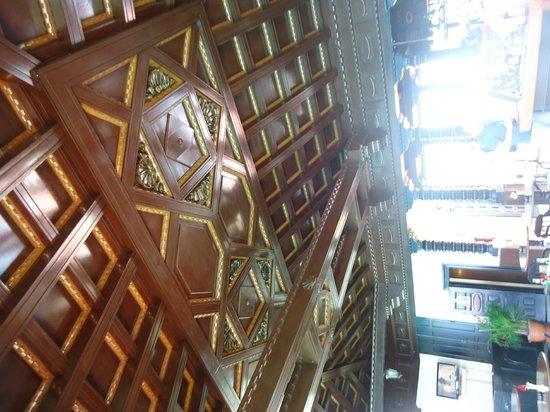 Mansion Xanadu: Ceiling above the bar
