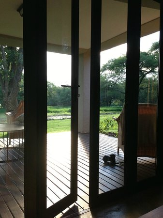 Lilayi Lodge: looking out onto porch/lanai