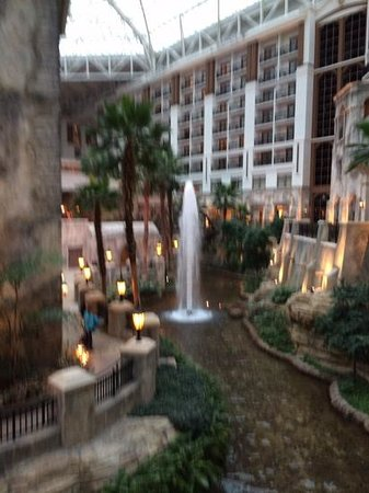 Gaylord Texan Resort & Convention Center: One of the many fountains in the atrium.