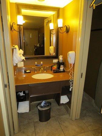 Best Western Plus French Quarter Landmark Hotel: Bathroom
