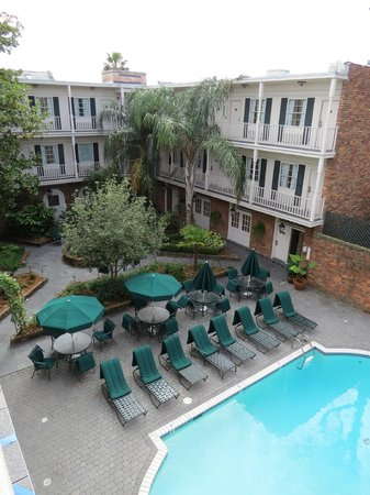 BEST WESTERN PLUS French Quarter Landmark Hotel : Another view of courtyard