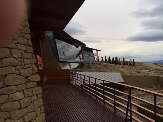 Design Suites Calafate: Contrafrente del hotel, al Lago Argentino.