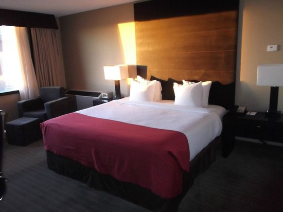Radisson Hotel and Convention Centre: room
