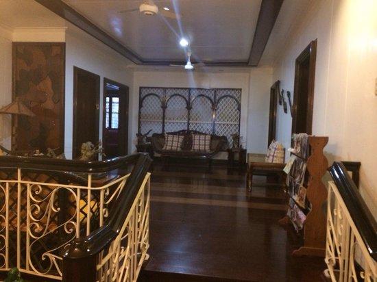 Matutina Pensionne : The living room/common room area. So comfy!