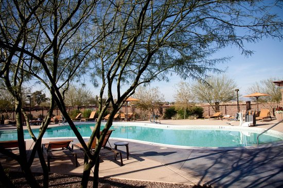 Courtyard by Marriott Scottsdale Salt River : The pool area