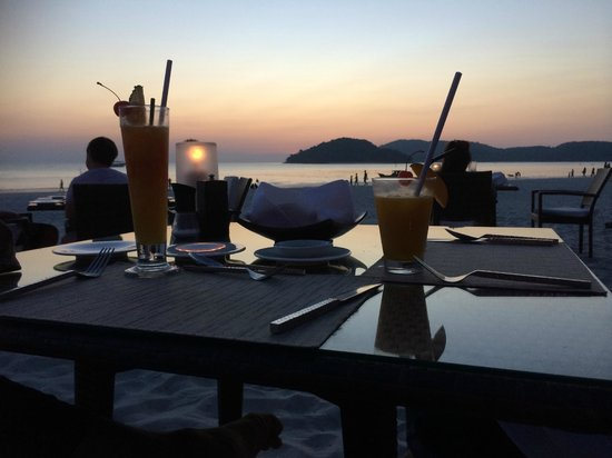 Casa del Mar, Langkawi: Candle light dinner with sea view and sunset