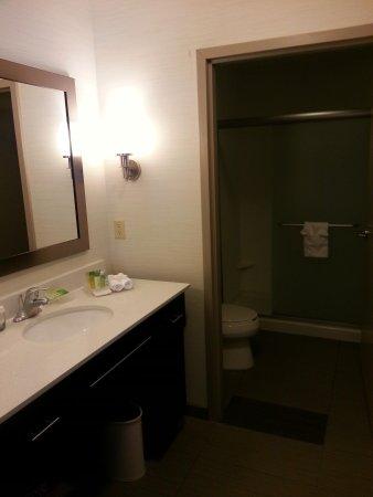 Homewood Suites by Hilton DuBois: Vanity and bath