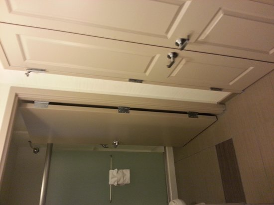 Homewood Suites by Hilton DuBois: Large closet and bathroom