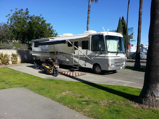 San Diego RV Resort : RV Parking Space-side view