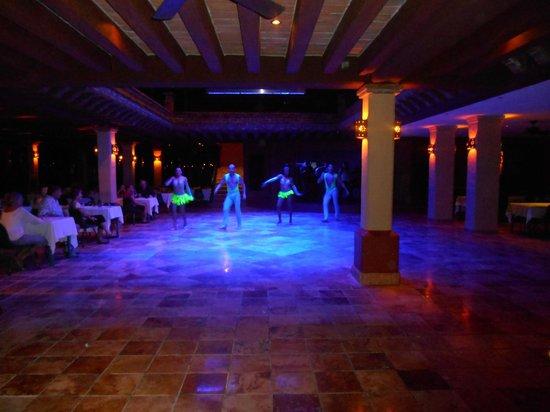 Hotel Playa Mazatlan: ENTERTAINMENT ON THE TERRACE