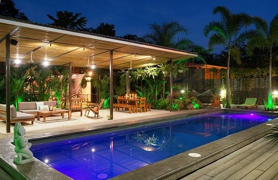 Tamarindo Bay Boutique Hotel: Covered Social & Dining area in front of 11 meter pool