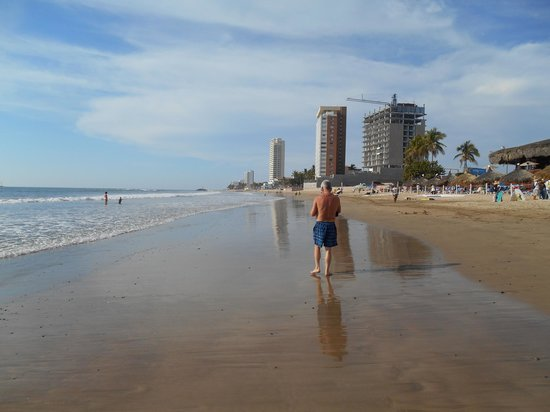 Hotel Playa Mazatlan: A STROLL ALONG THE BEACH