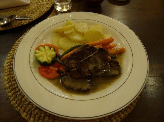 Kia Lodge – Kilimanjaro Airport: Dinner