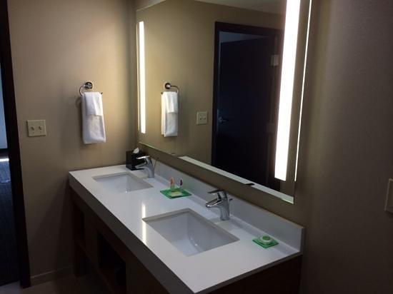 Hyatt Place Los Cabos : clean bathroom