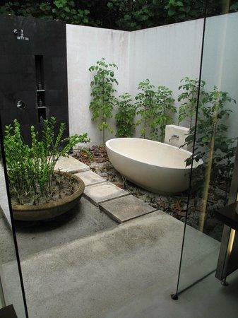 Park Hyatt Maldives Hadahaa : Park Villa outdoor shower/tub