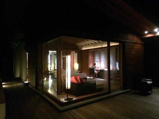 Park Hyatt Maldives Hadahaa : Night view of Park Villa