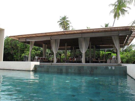 Park Hyatt Maldives Hadahaa : The Bar from the main pool