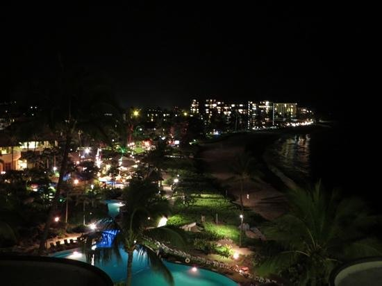 Sheraton Maui Resort & Spa : Sheraton/Kaanapali Beach at night