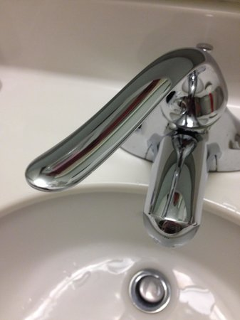SpringHill Suites Danbury: Faucet handle - Ouch!